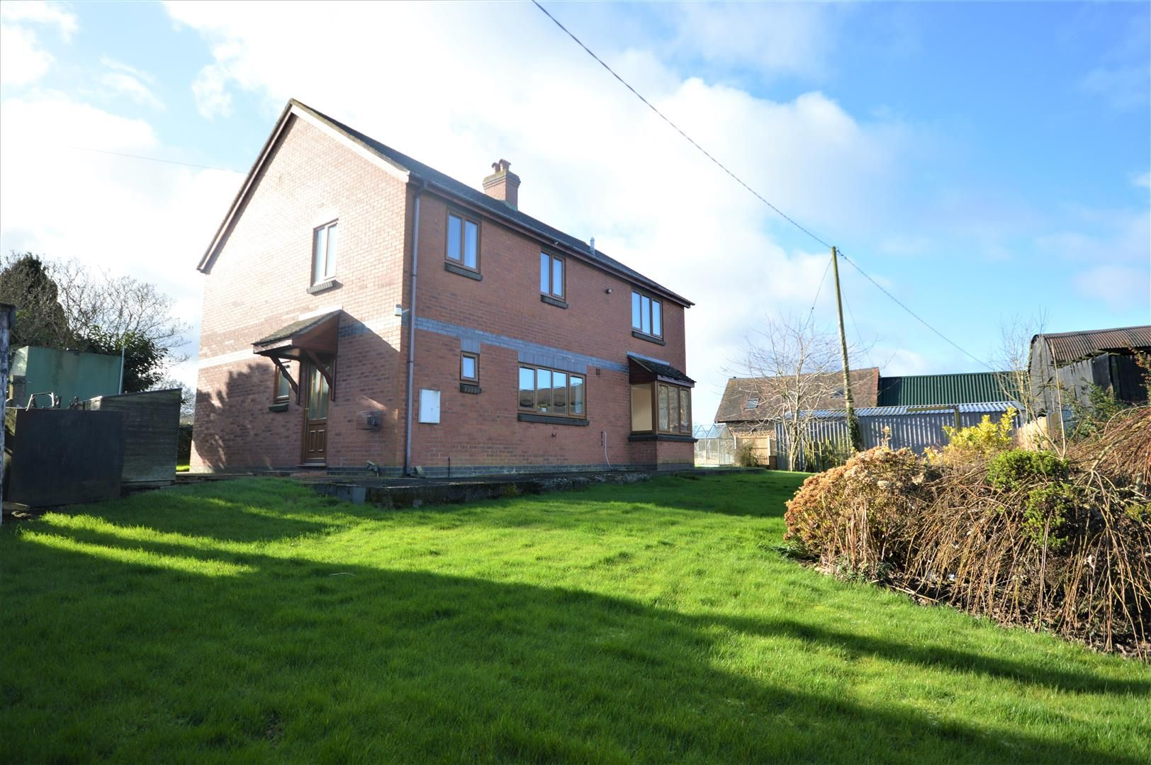 4 bed detached for sale in Leysters 16