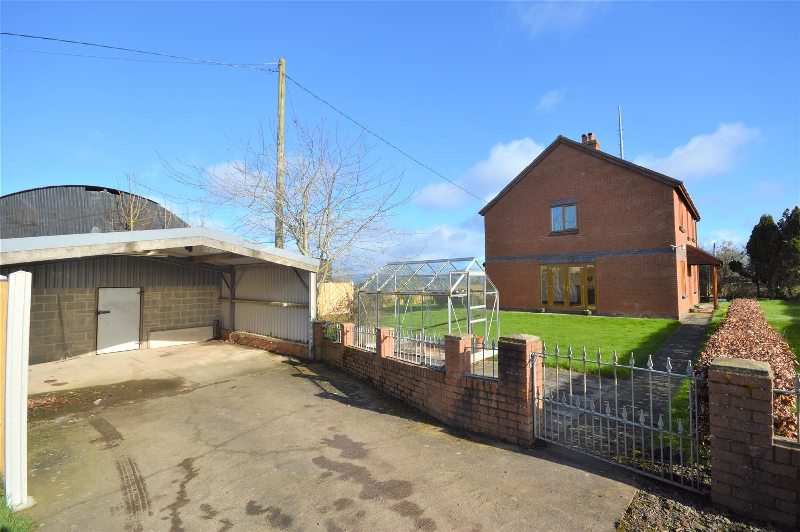 4 bed detached for sale in Leysters 18