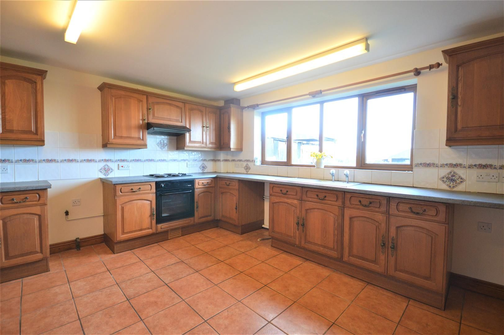 4 bed detached for sale in Leysters 3