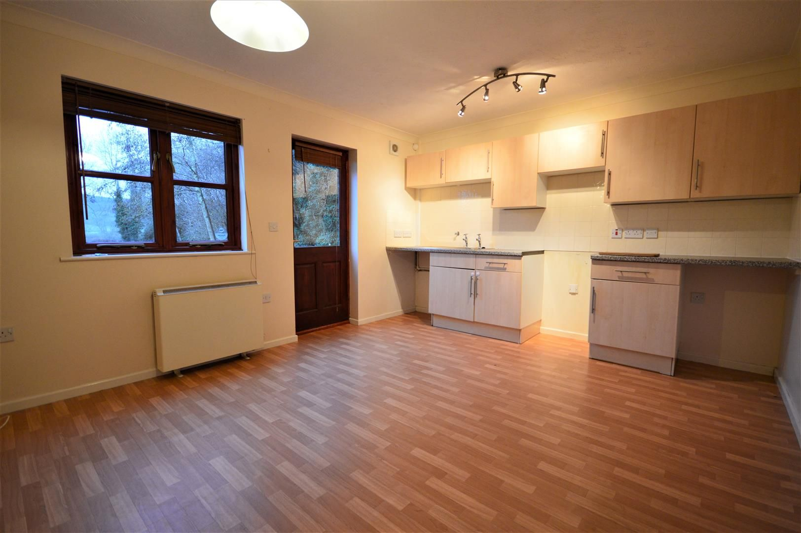 2 bed end-of-terrace to rent in Wigmore, HR6