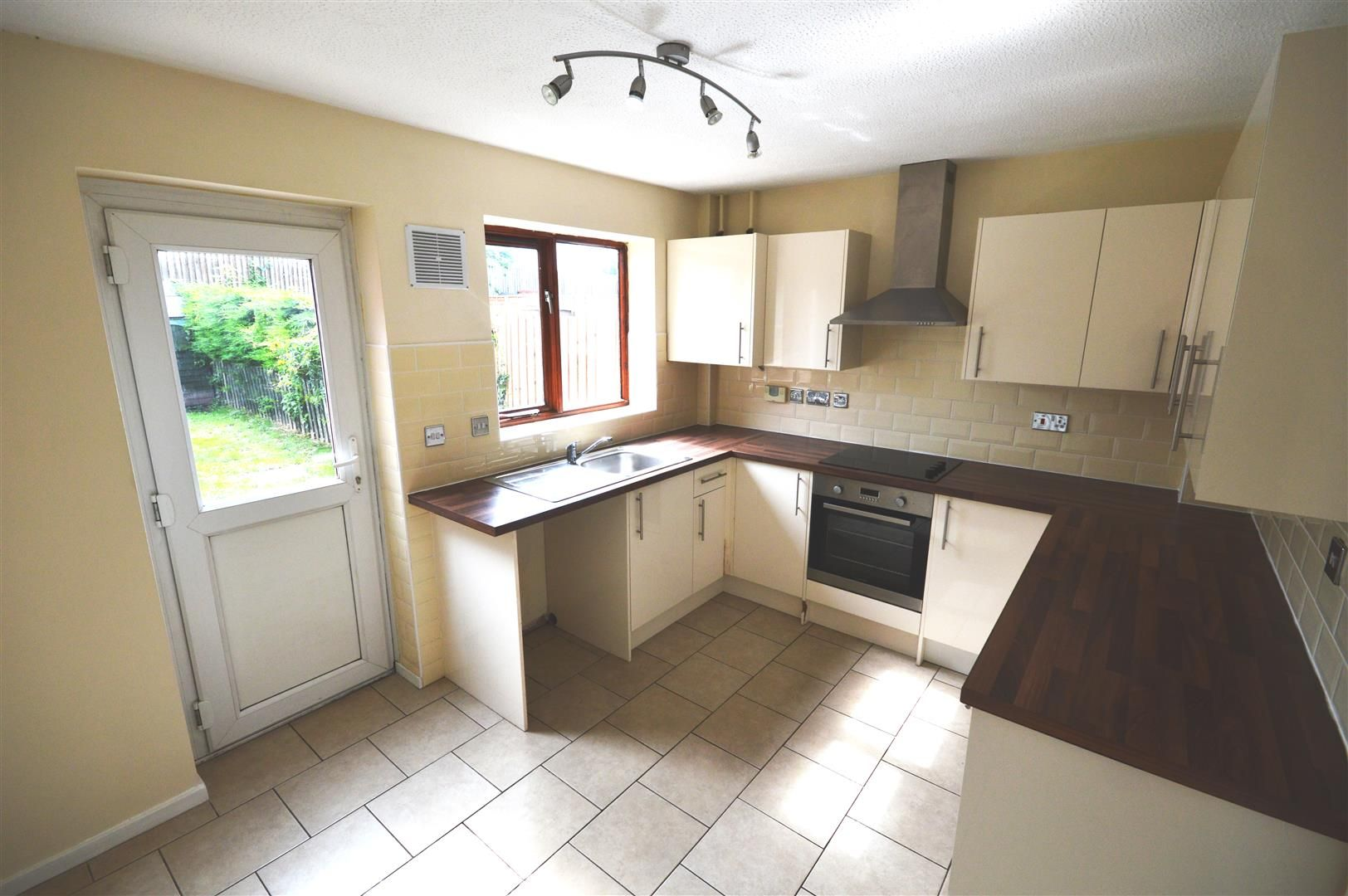 2 bed terraced to rent 3