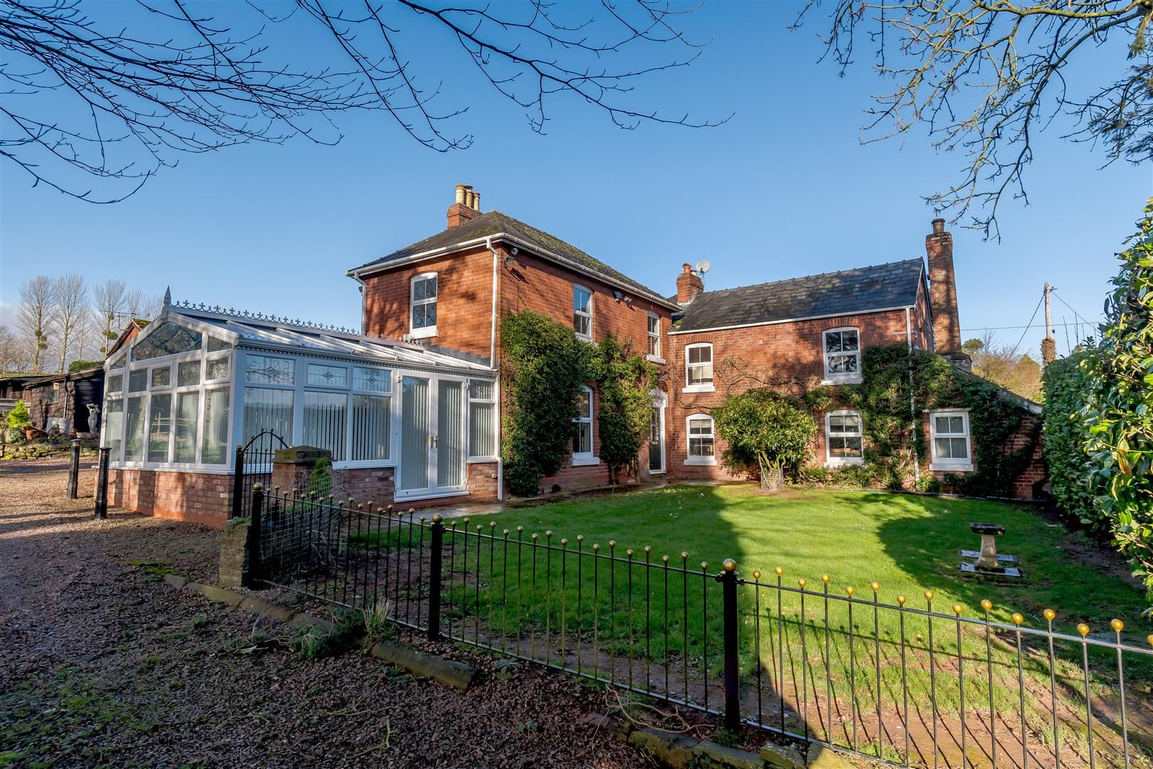 5 bed detached for sale in Burghill 1