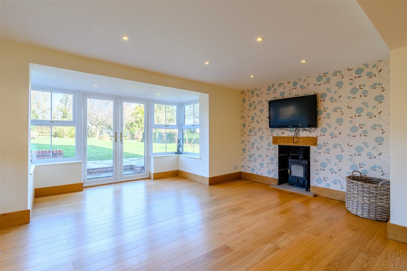 5 bed detached for sale in Burghill 14