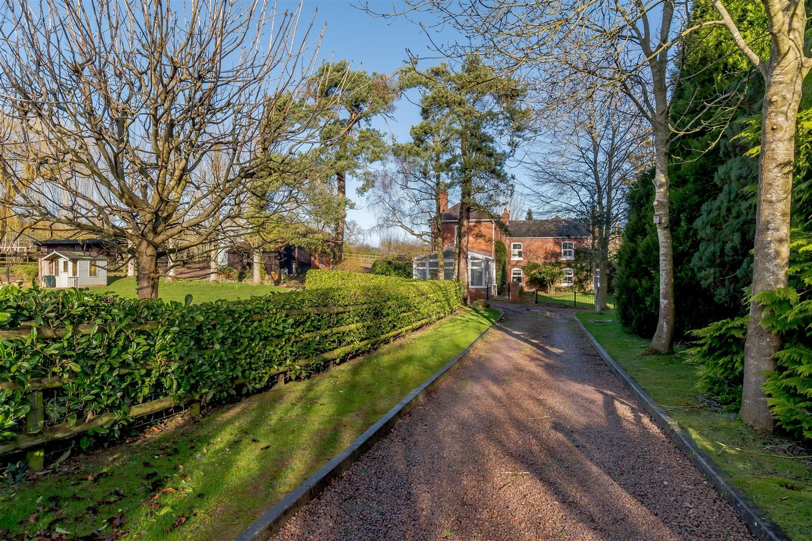 5 bed detached for sale in Burghill 3