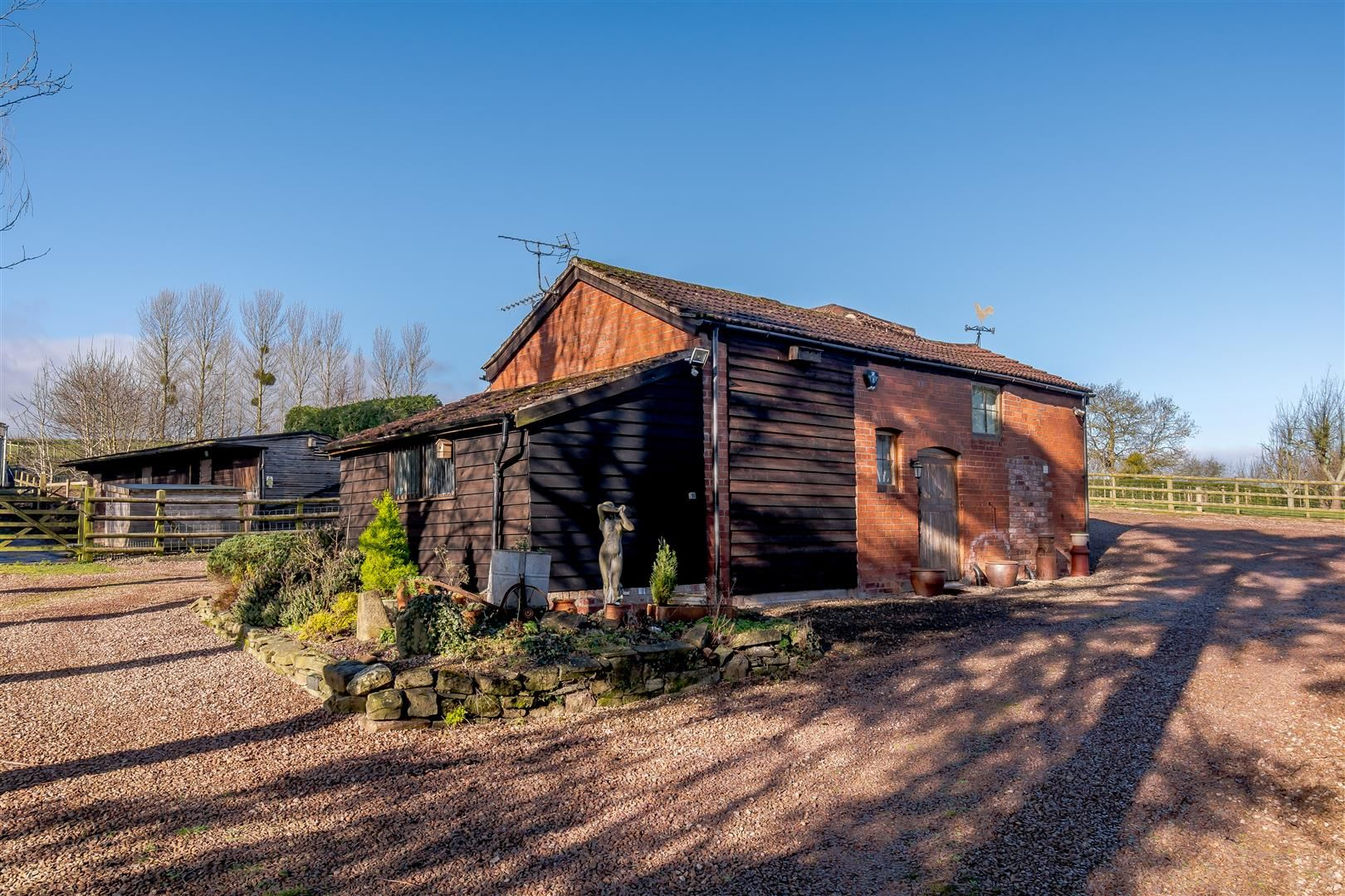 5 bed detached for sale in Burghill 29