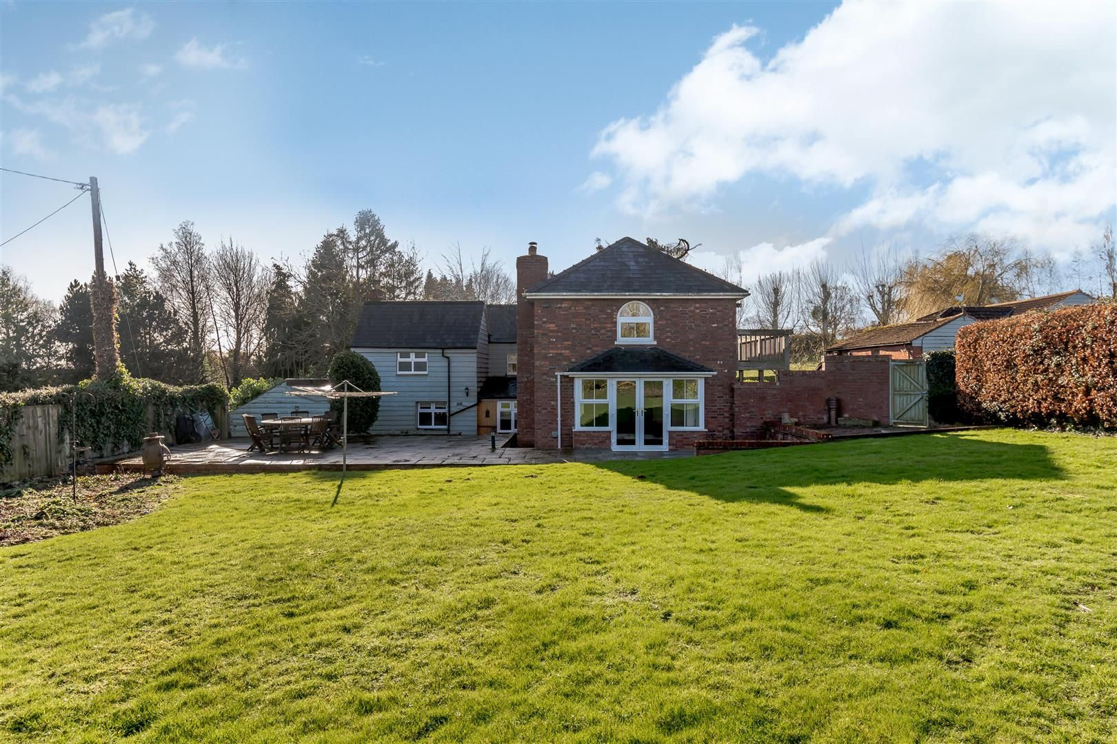 5 bed detached for sale in Burghill 40