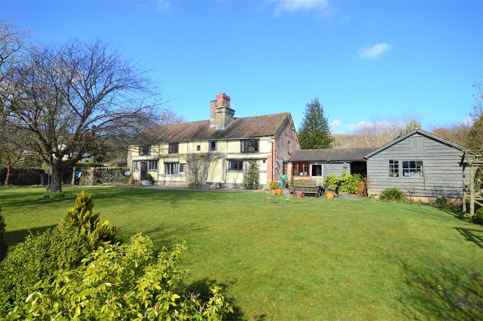 3 bed country house for sale in Stapleton 1