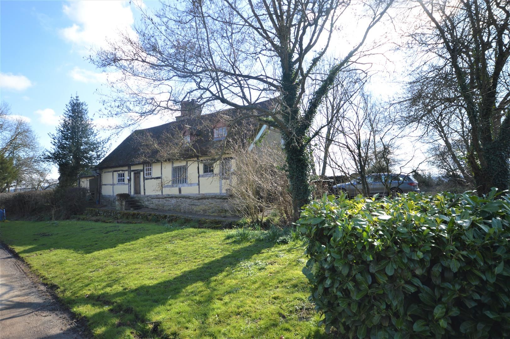 3 bed country house for sale in Stapleton 2