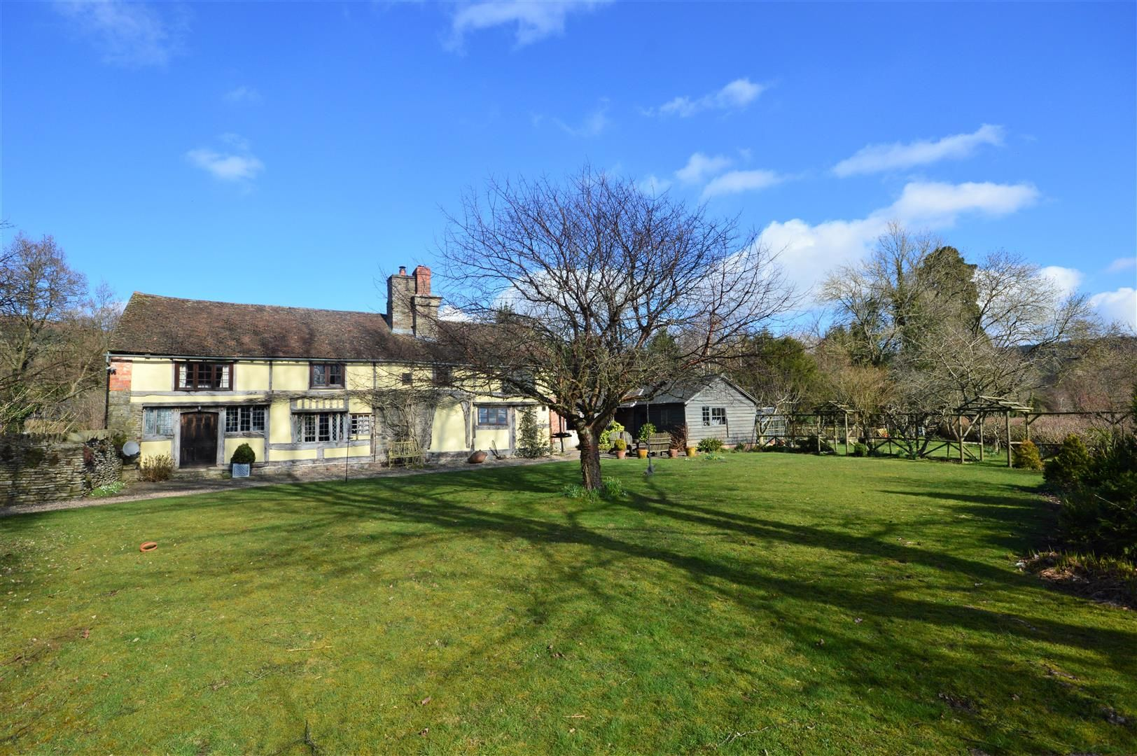 3 bed country house for sale in Stapleton 21