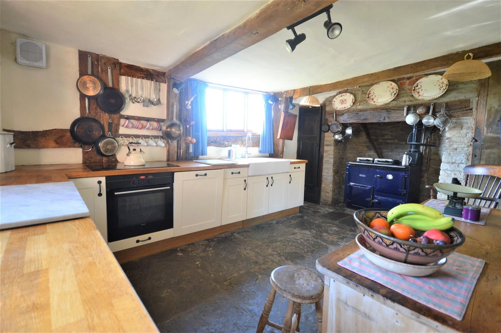 3 bed country house for sale in Stapleton 4