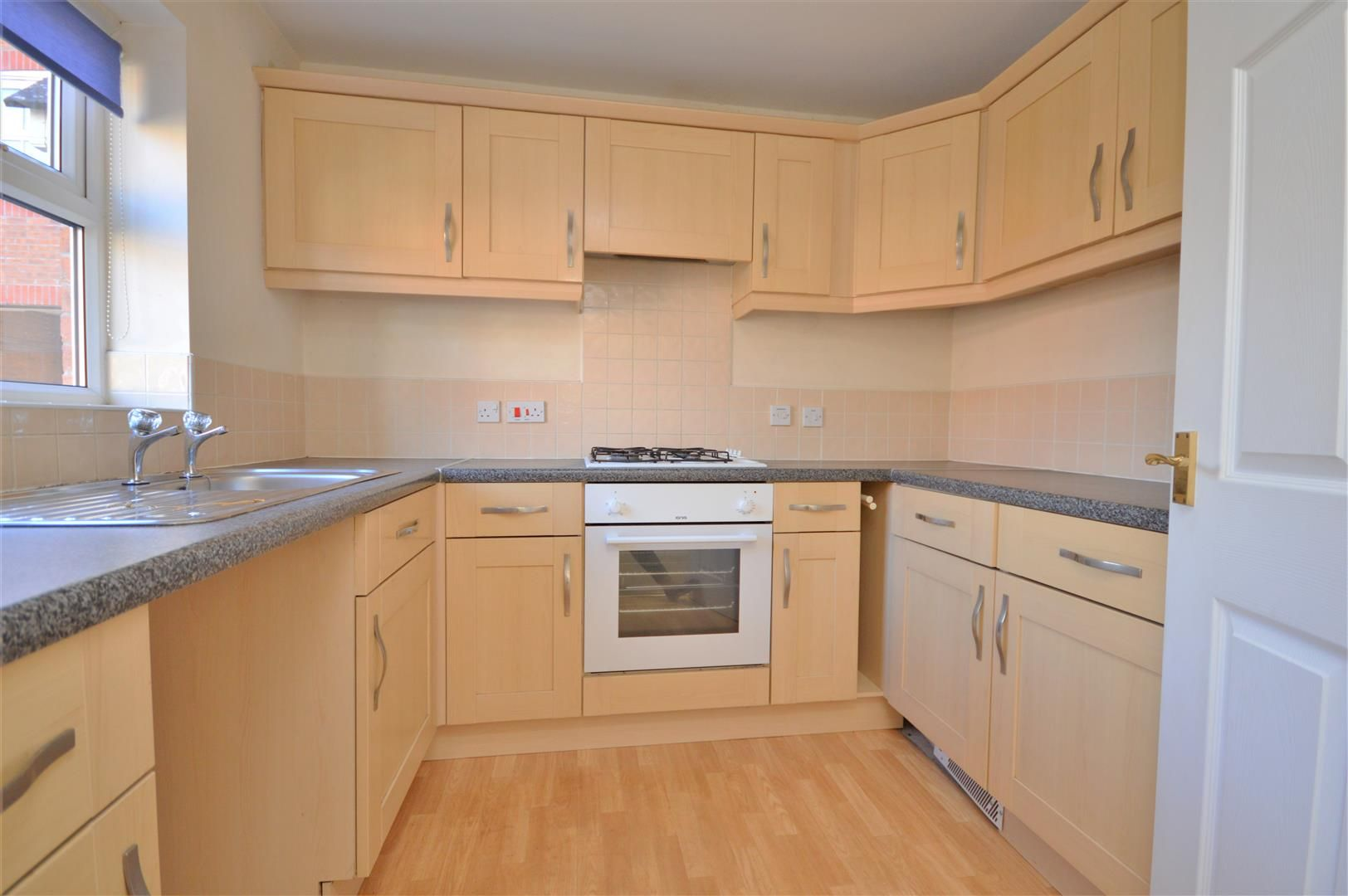 2 bed end-of-terrace for sale 5