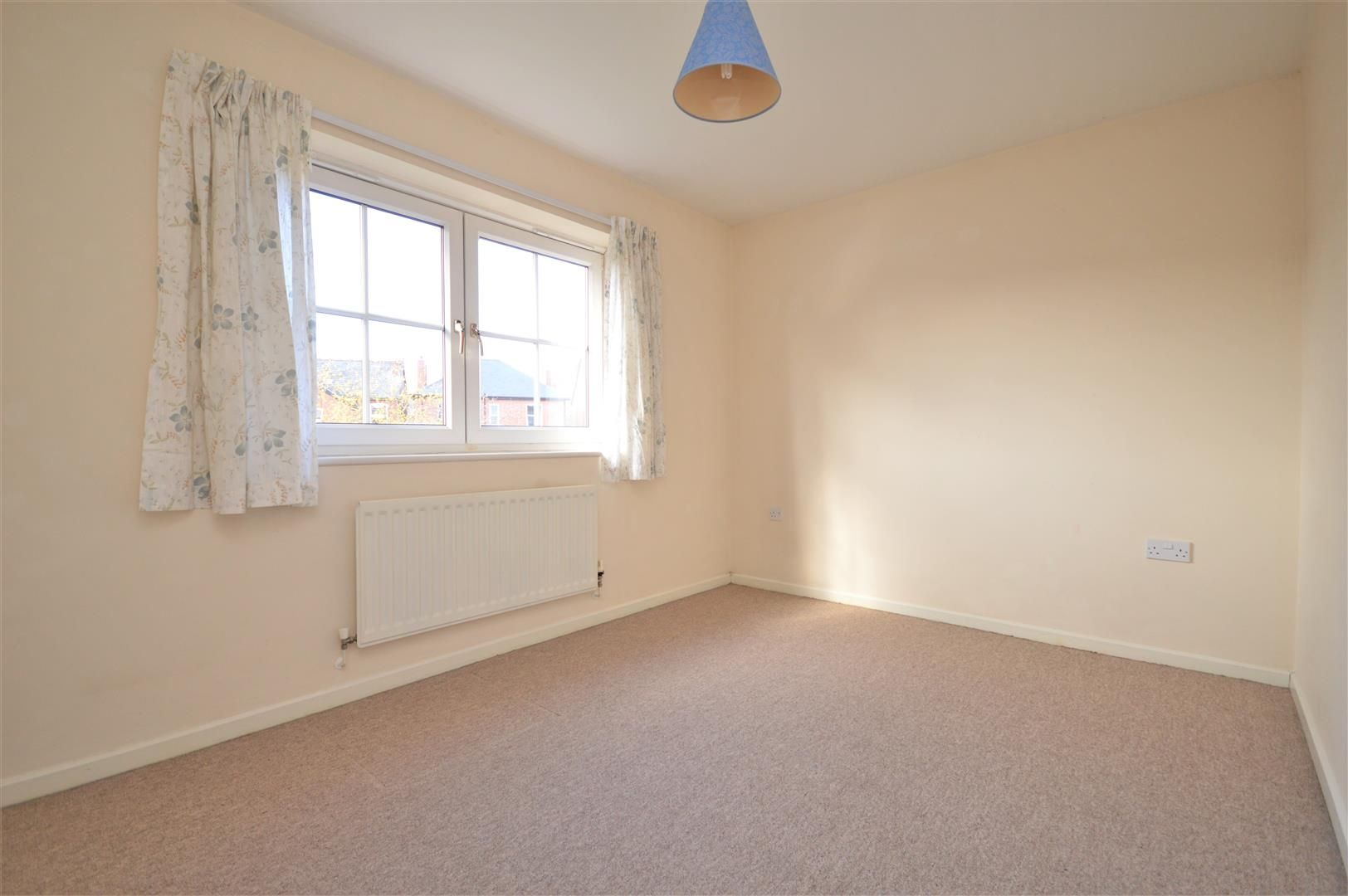 2 bed end-of-terrace for sale 8