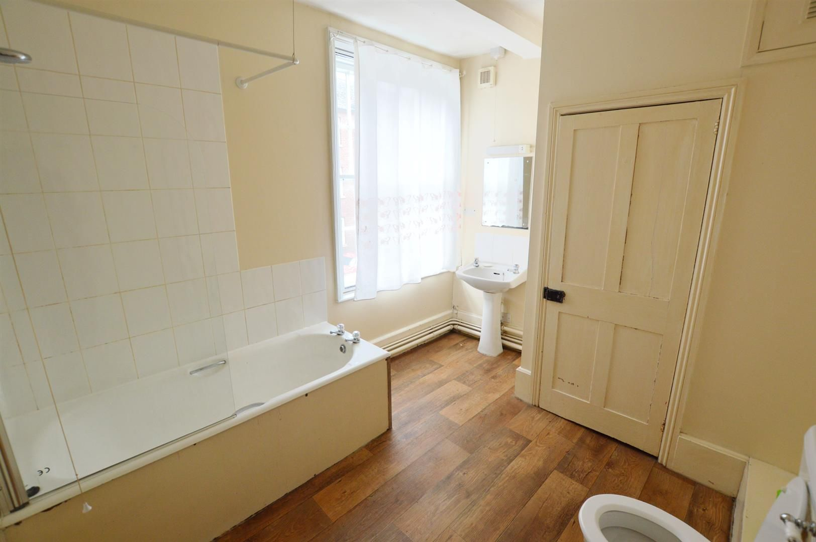 3 bed town-house for sale in Leominster 5