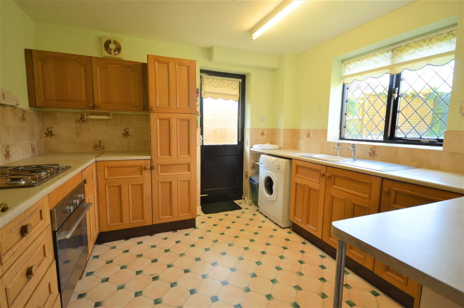 3 bed detached for sale in Leominster 2