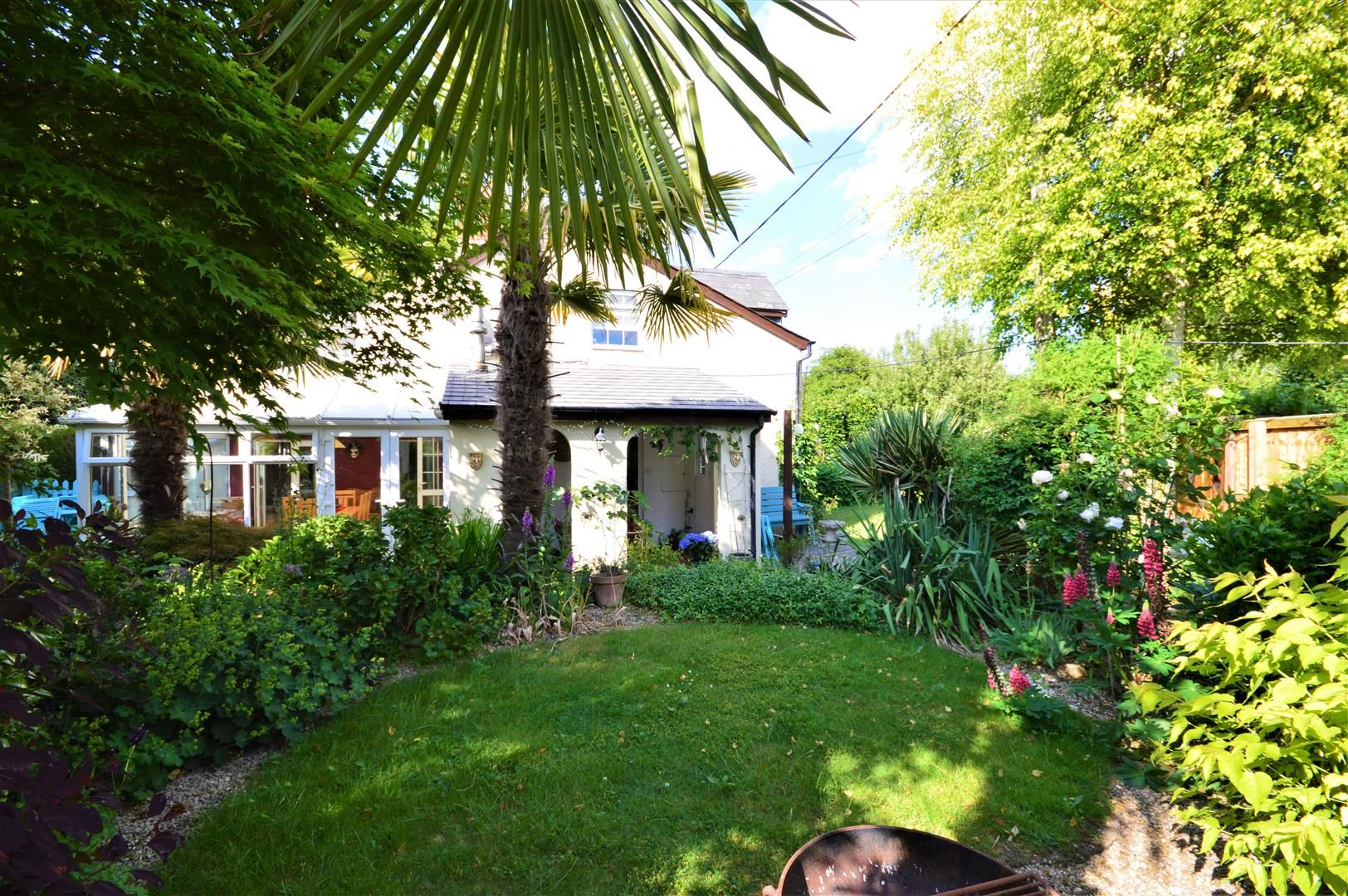 3 bed semi-detached for sale in Stretton Sugwas 2