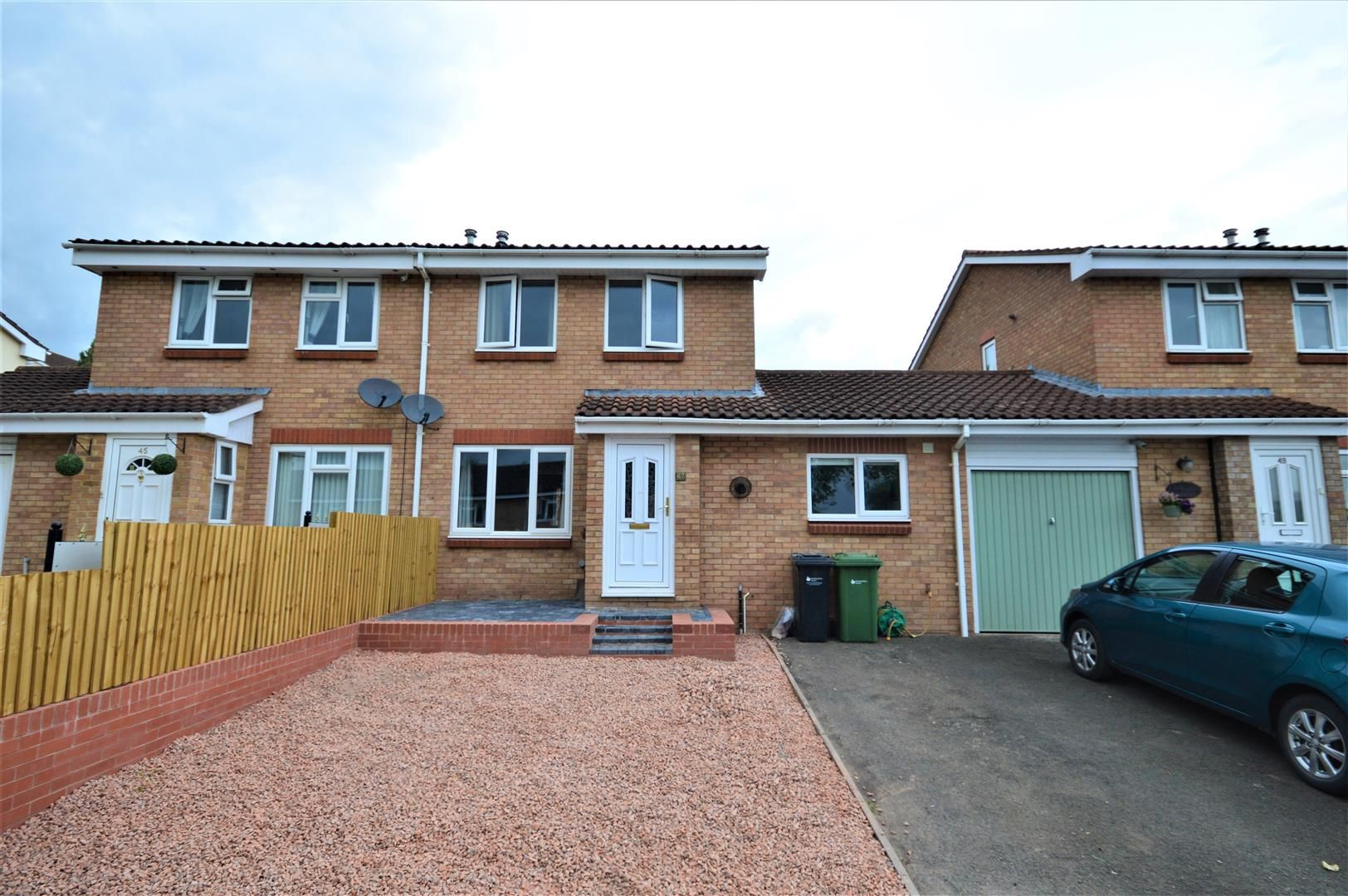 3 bed semi-detached for sale, HR4