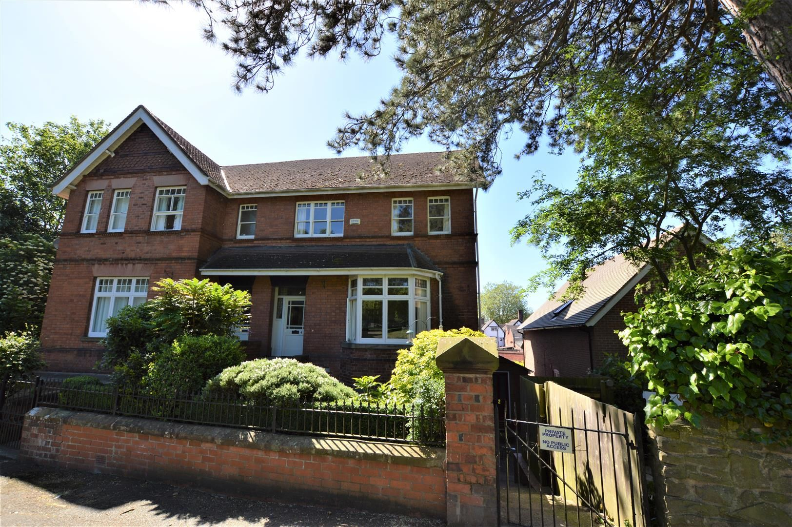 4 bed semi-detached for sale in Etnam Street, Leominster, HR6