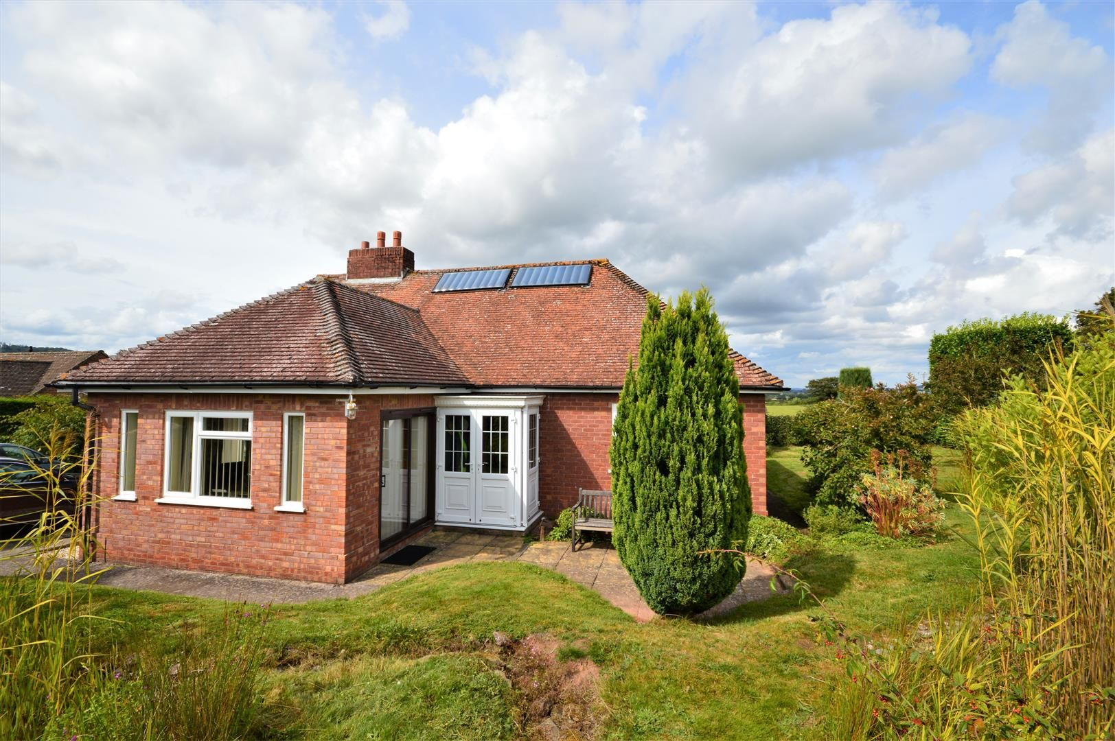 3 bed detached bungalow for sale in Blakemere, HR2
