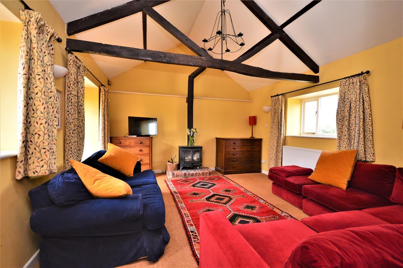 3 bed cottage for sale in Cross Keys 6