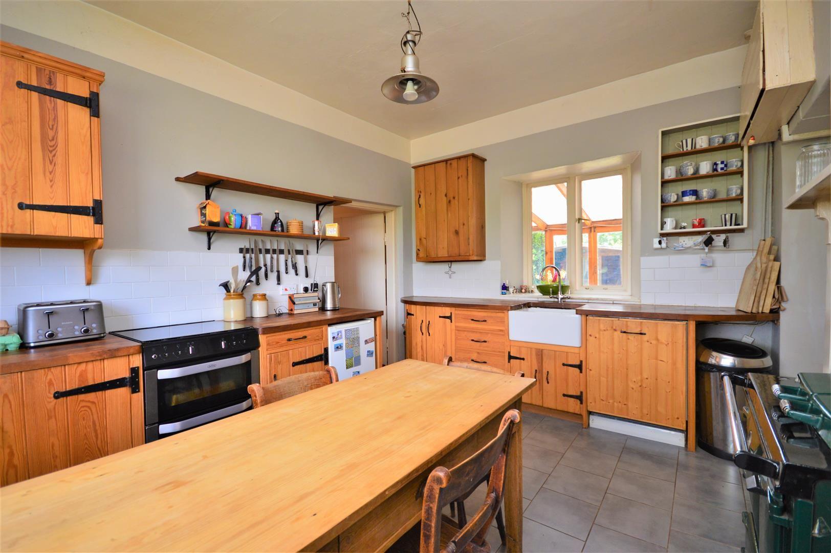 3 bed cottage for sale in Cross Keys 9
