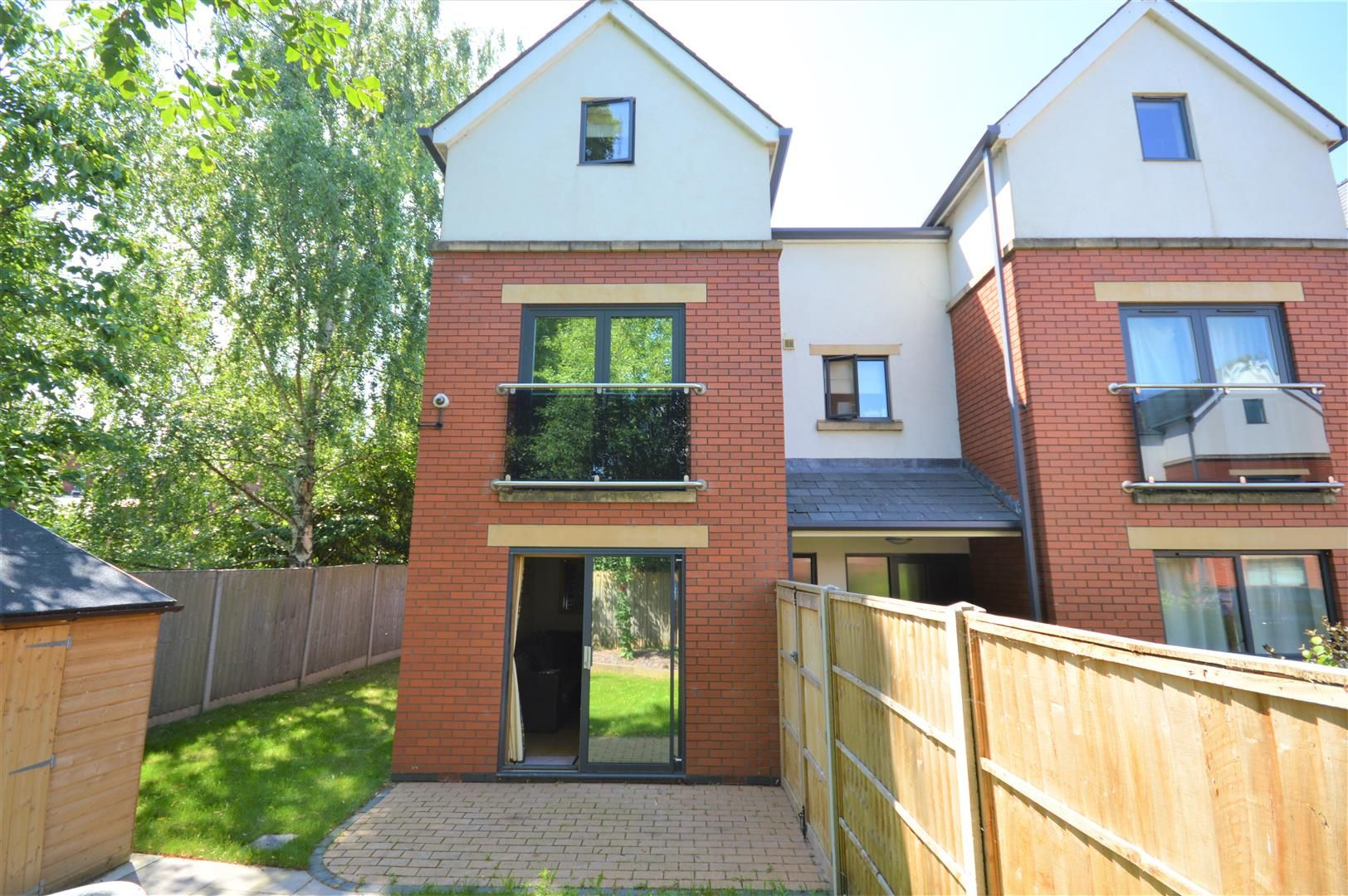 5 bed town-house for sale, HR4