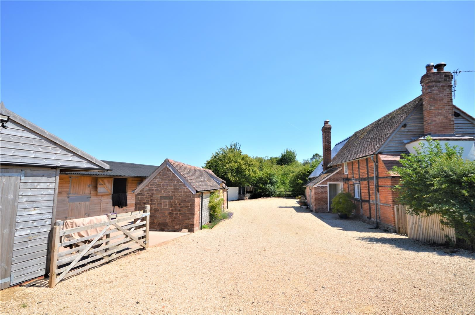 3 bed detached for sale in Canon Frome  - Property Image 8