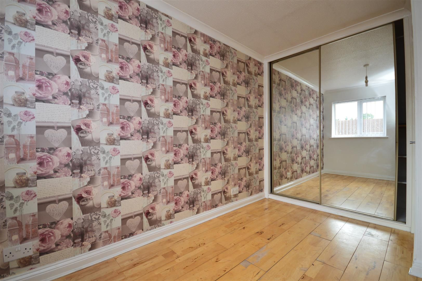 2 bed end-of-terrace for sale in Belmont 7