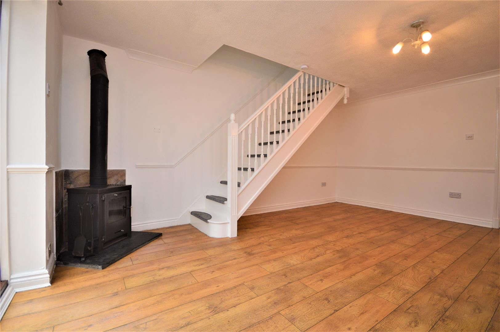 2 bed end-of-terrace for sale in Belmont 9