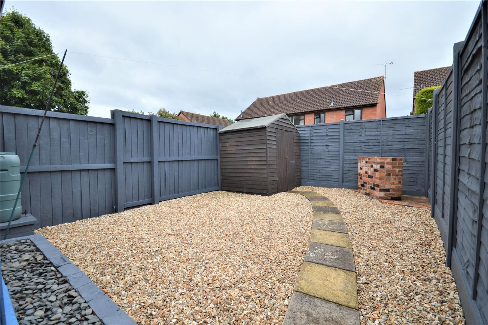 2 bed end-of-terrace for sale in Belmont 10