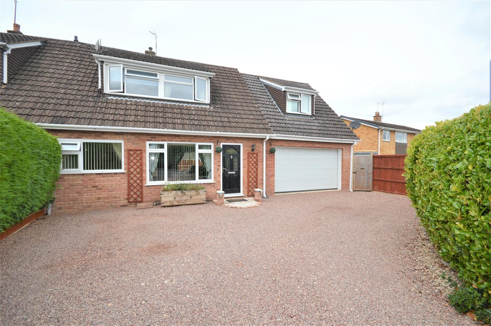 4 bed semi-detached for sale in Clehonger - Property Image 1