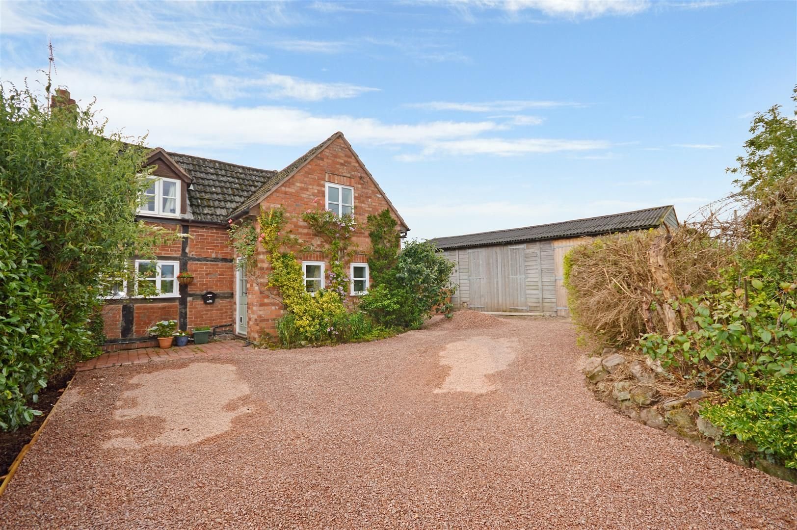 3 bed semi-detached for sale in Burley Gate, HR1