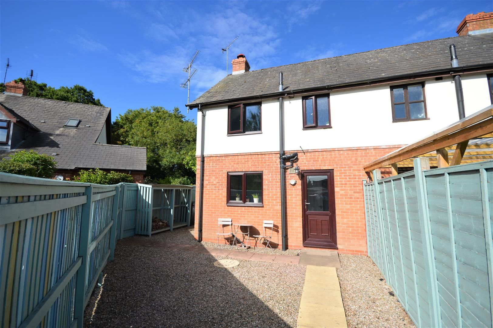 2 bed end-of-terrace for sale in Leominster 6