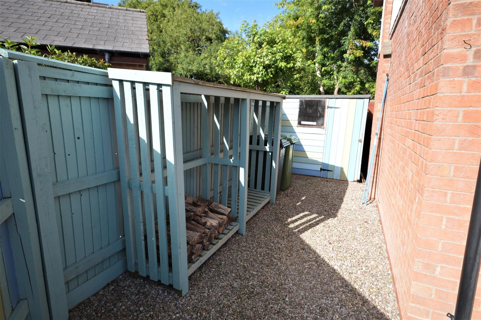 2 bed end-of-terrace for sale in Leominster 8