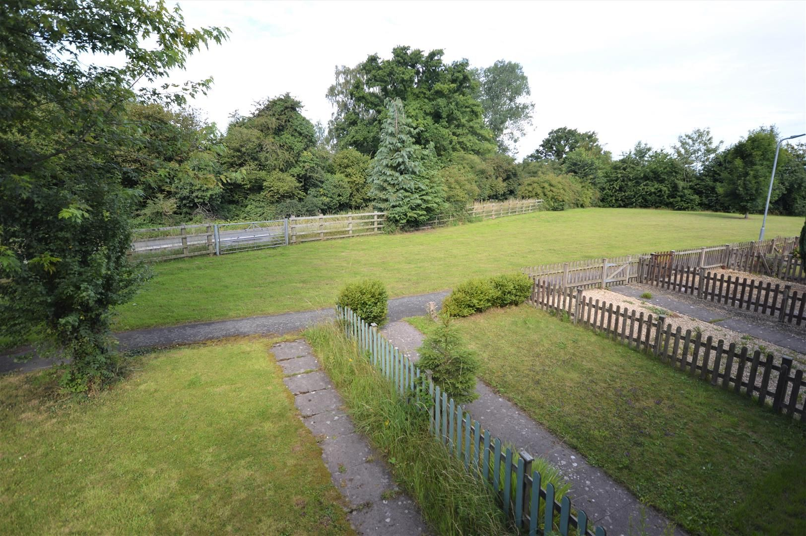 2 bed end-of-terrace for sale in Leominster 9