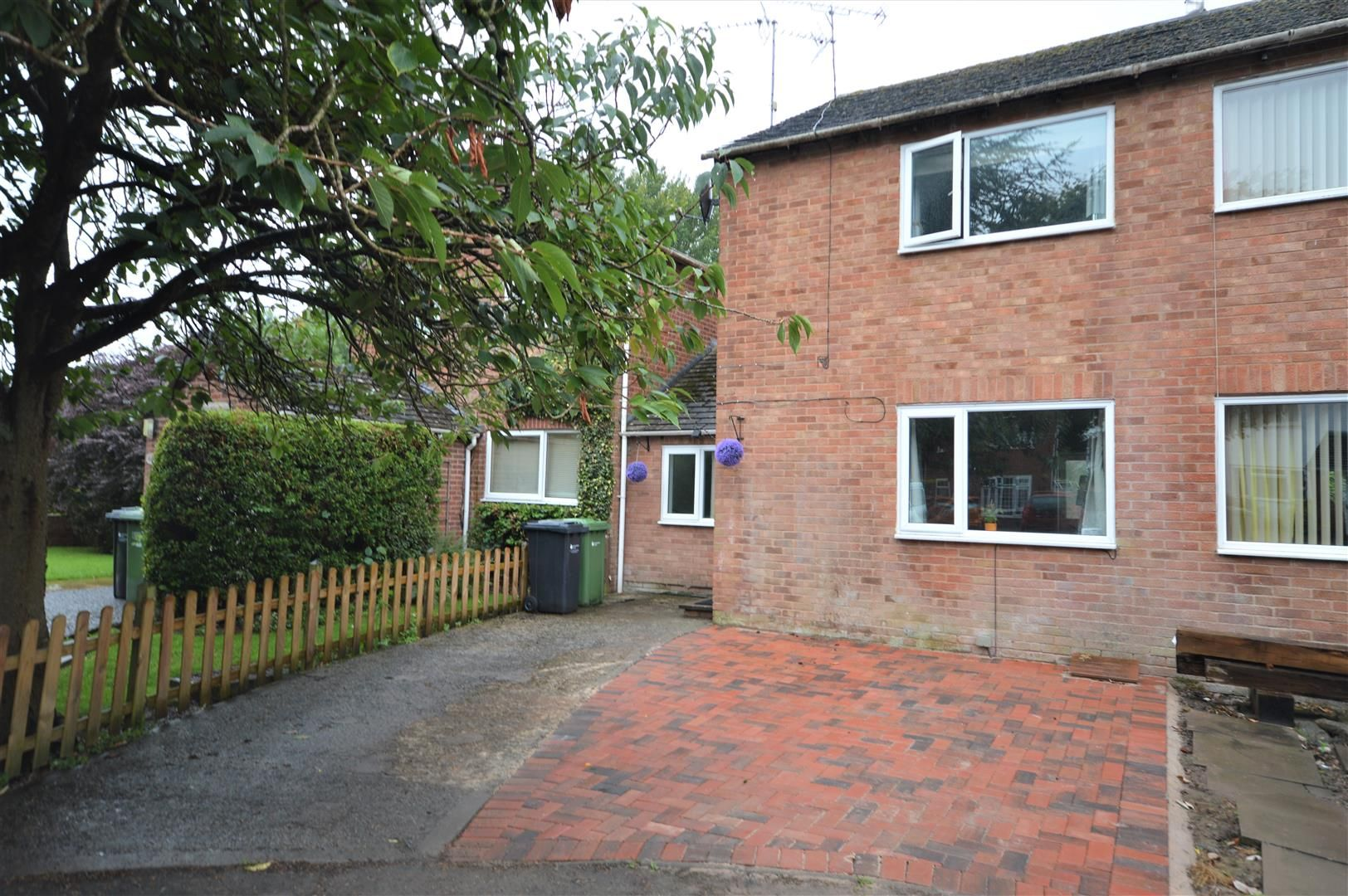 3 bed semi-detached to rent in Leominster, HR6