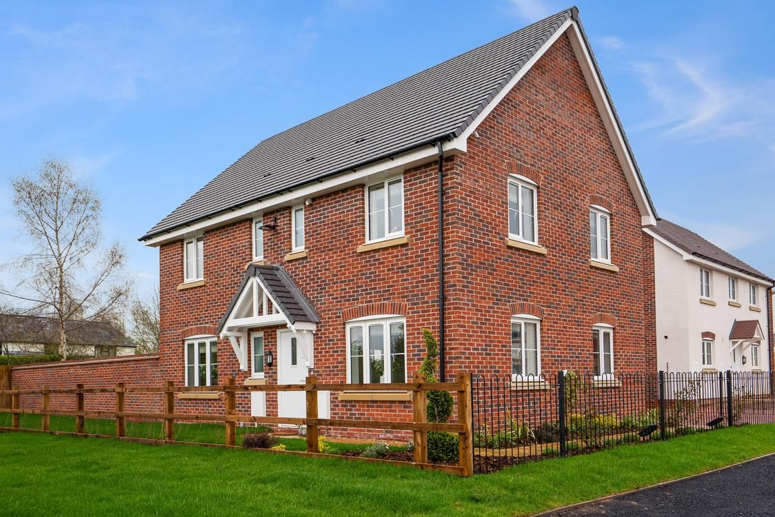 5 bed detached for sale in Kingstone 11