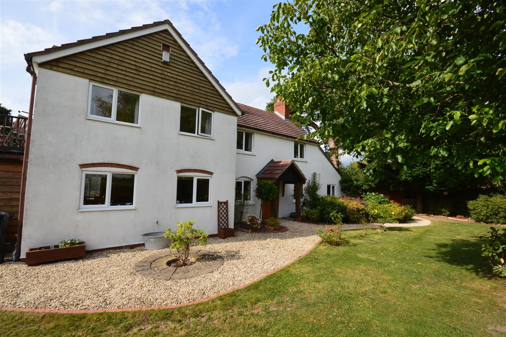 4 bed detached for sale in Cross Keys, HR1