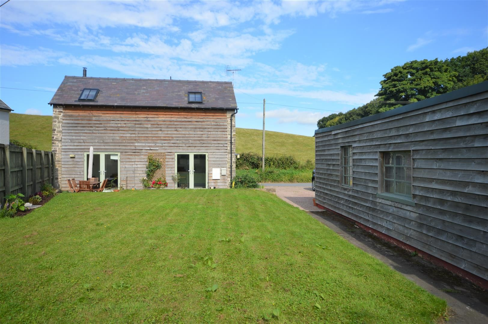 3 bed barn-conversion for sale in Lyonshall, HR5