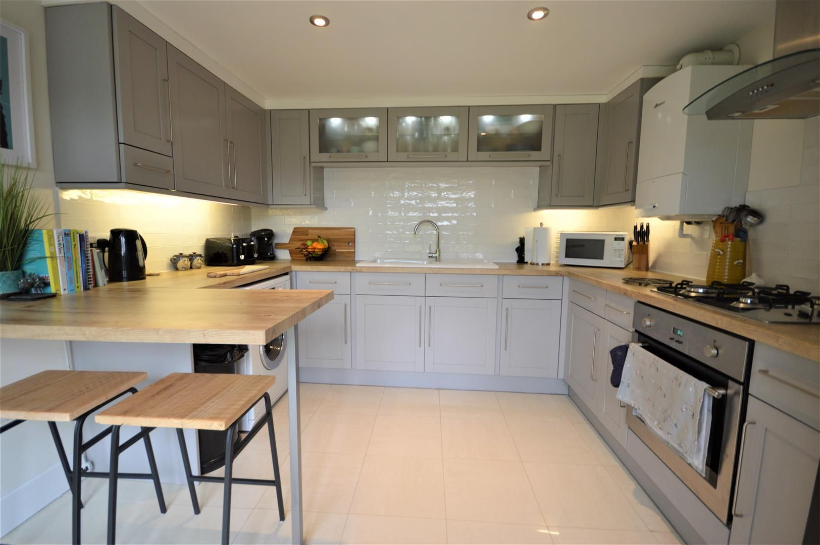 3 bed barn-conversion for sale in Lyonshall 2