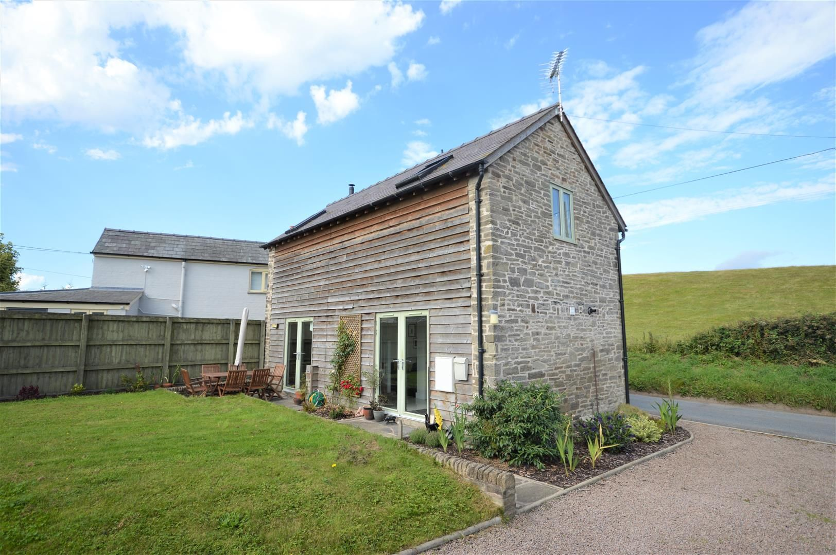 3 bed barn-conversion for sale in Lyonshall 12