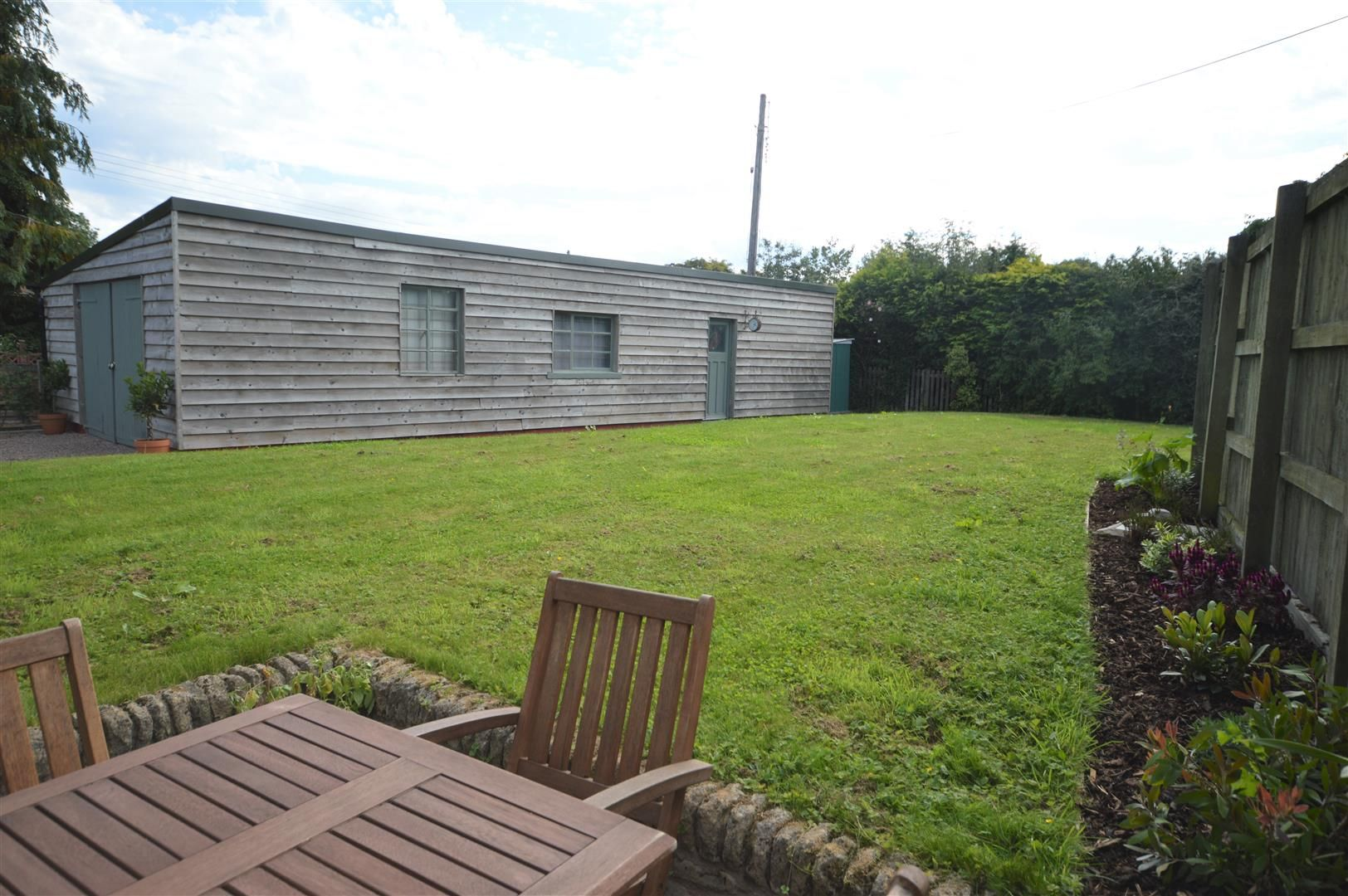 3 bed barn-conversion for sale in Lyonshall 13