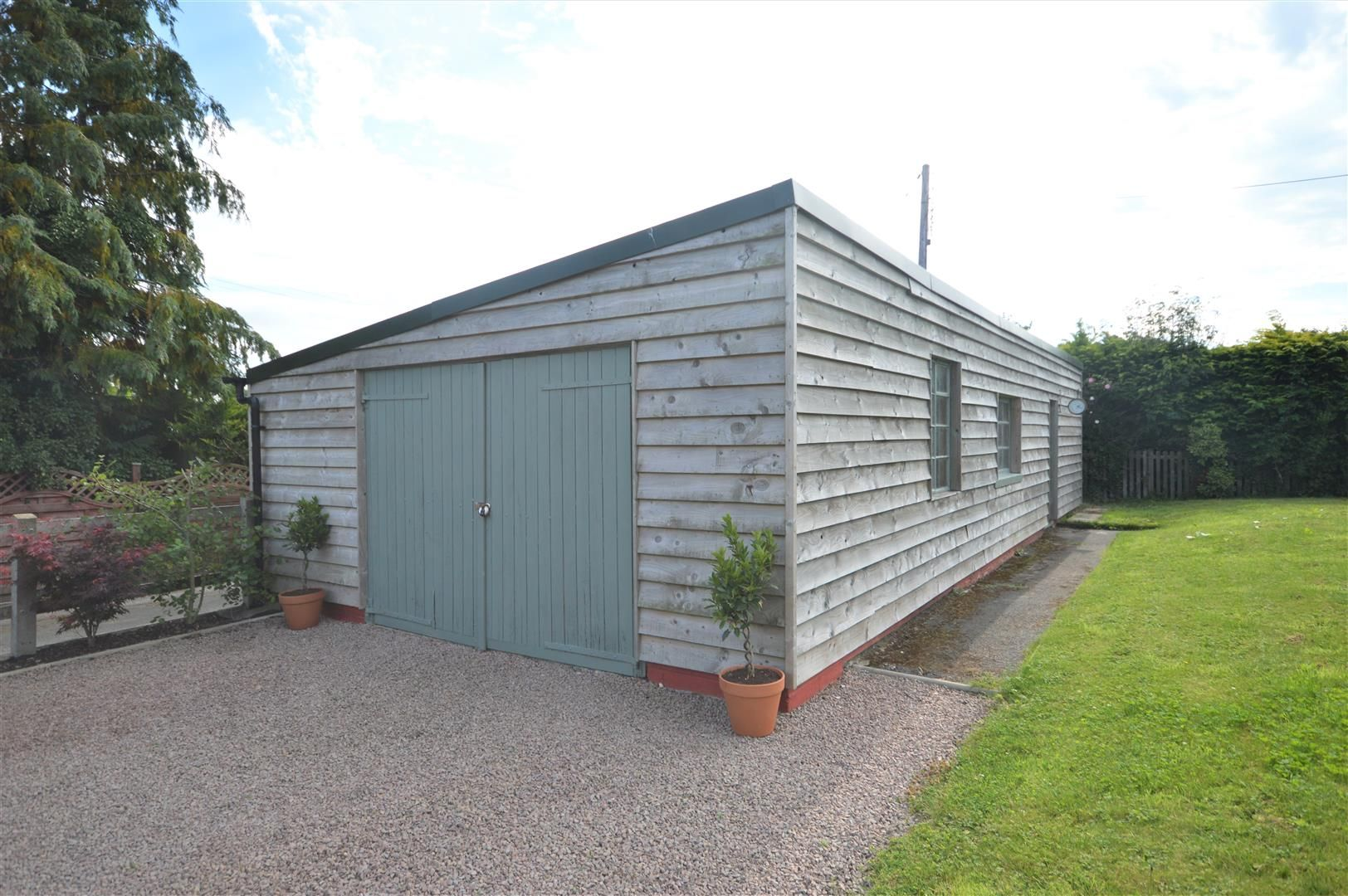 3 bed barn-conversion for sale in Lyonshall 14