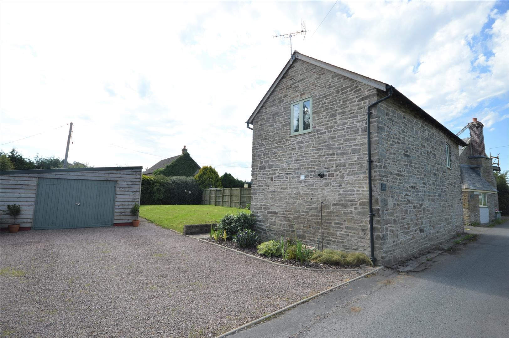 3 bed barn-conversion for sale in Lyonshall 15