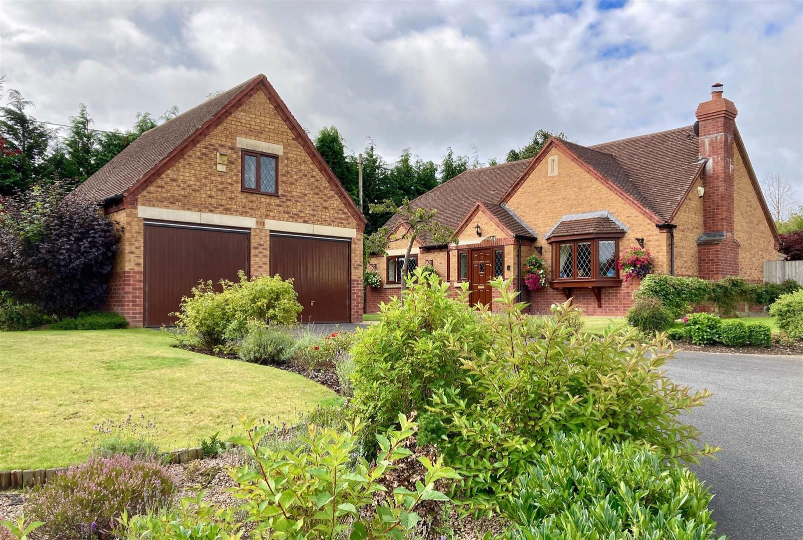3 bed detached bungalow for sale in Norton, LD8