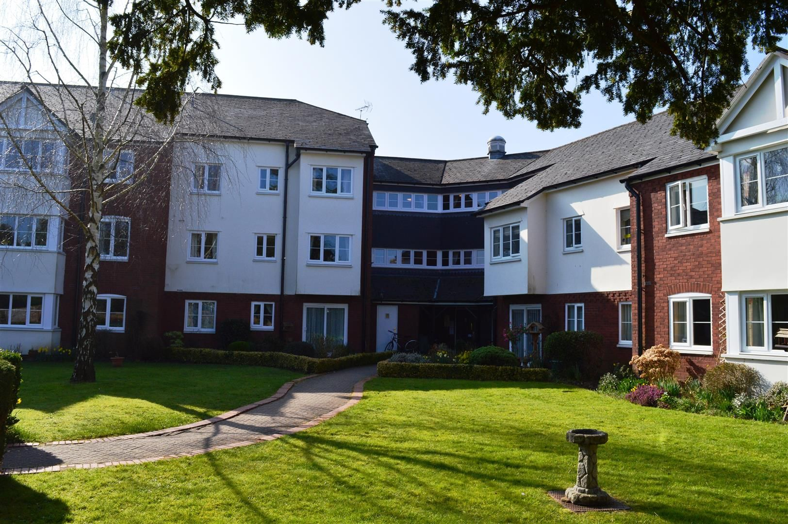 1 bed flat for sale in Leominster 1