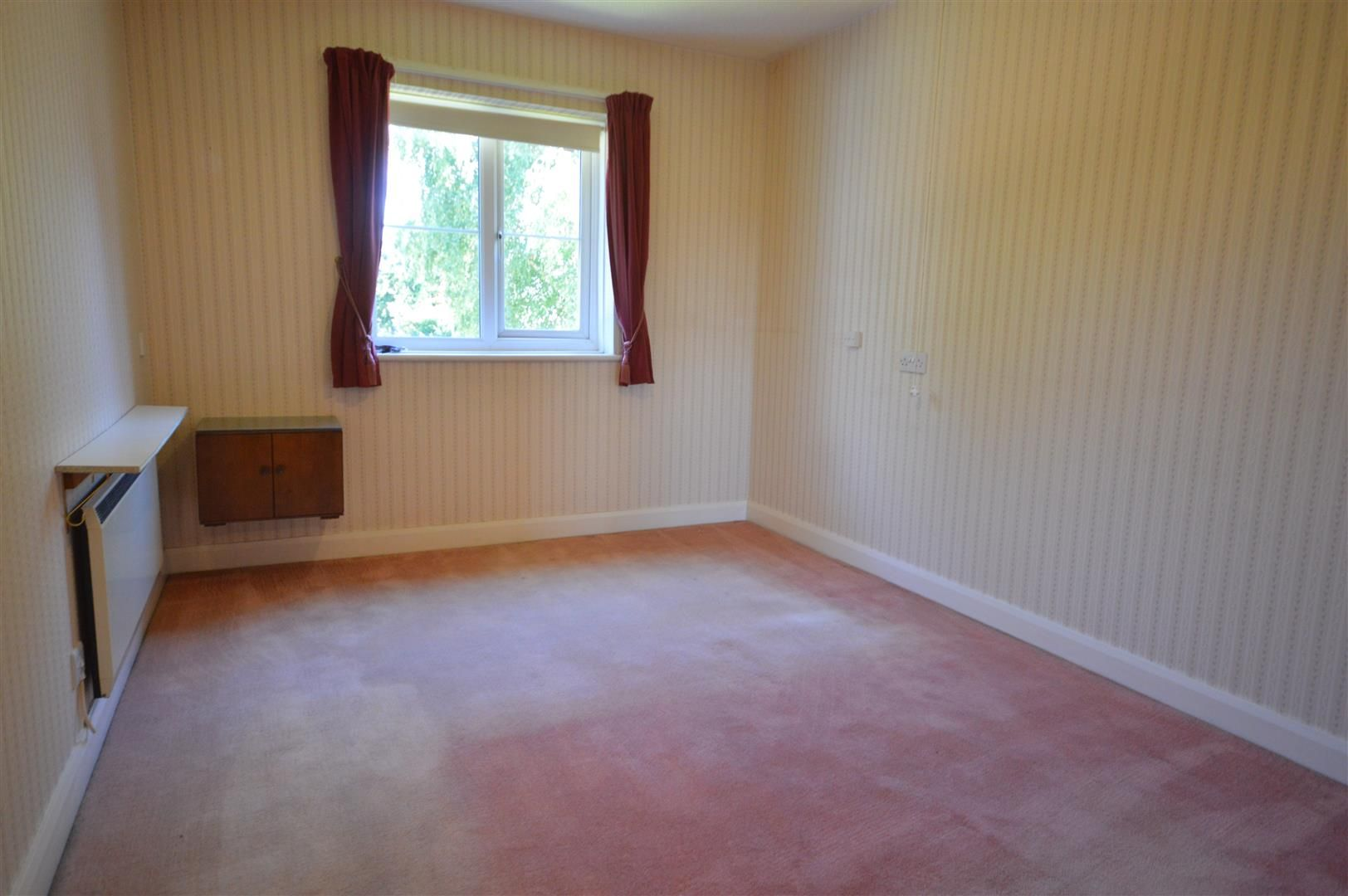 1 bed flat for sale in Leominster 5