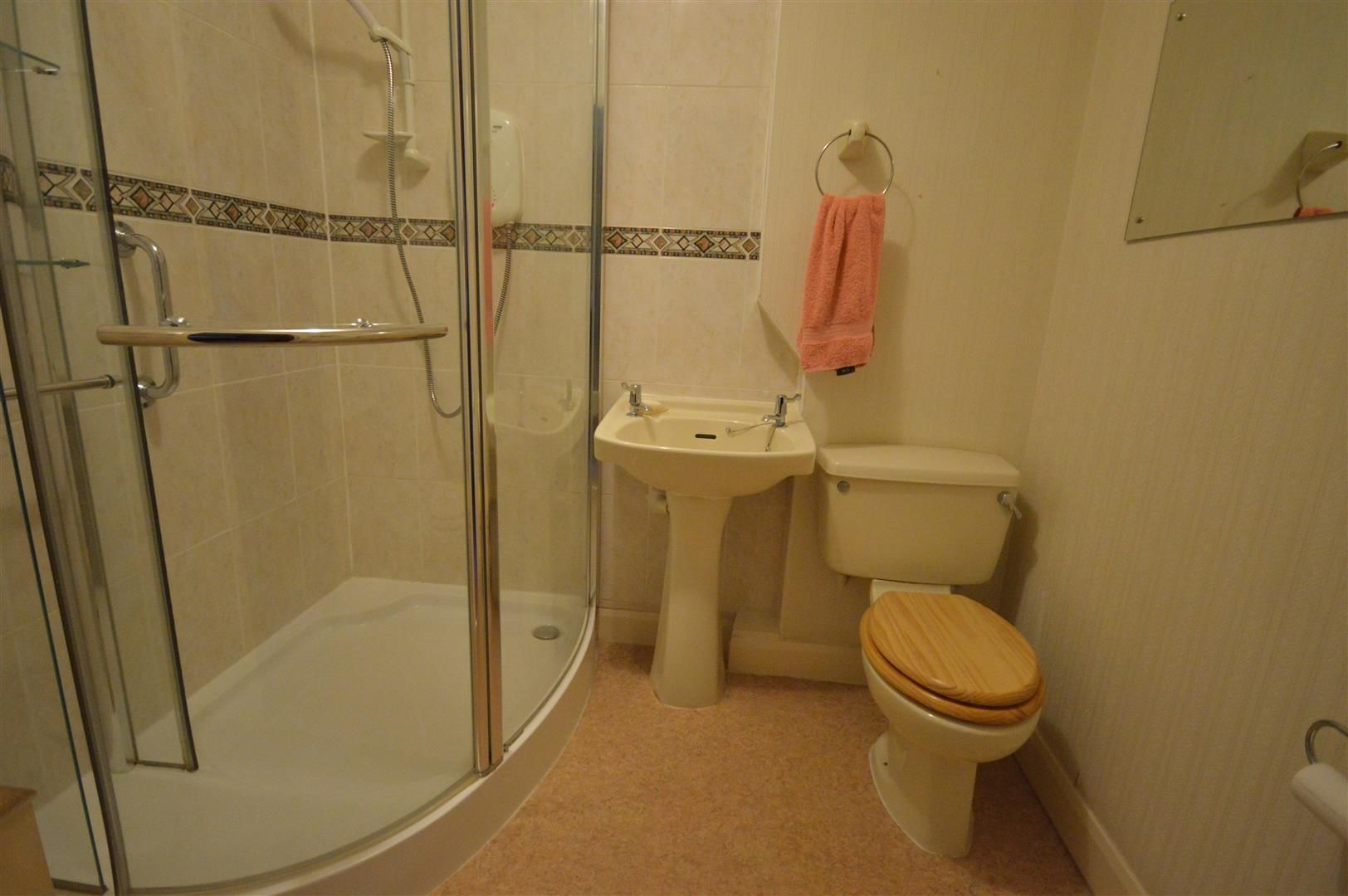 1 bed flat for sale in Leominster 6