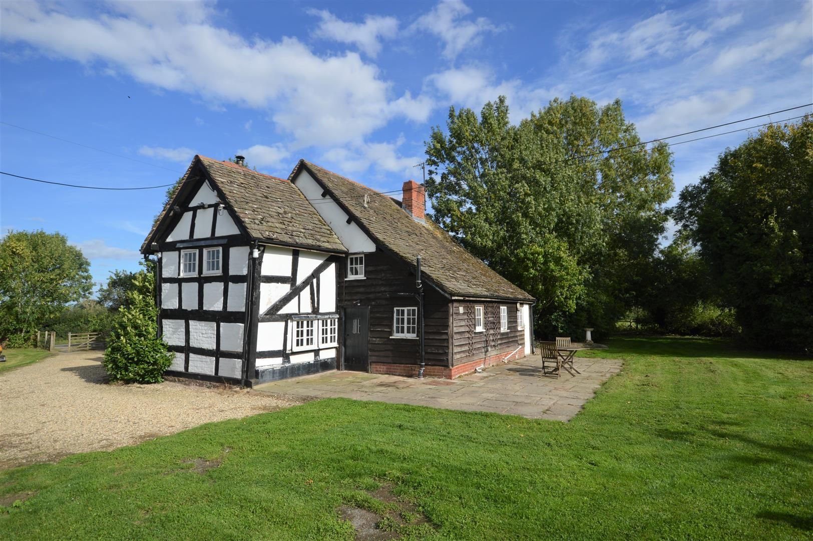 3 bed cottage for sale in Pembridge 1