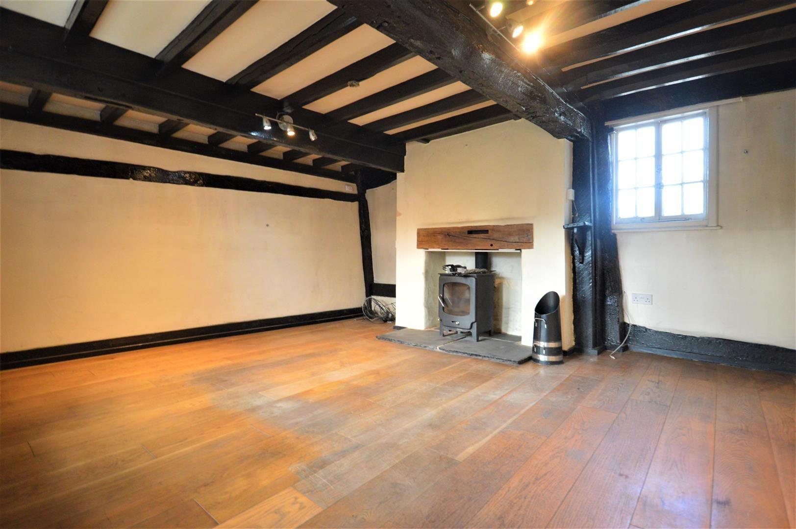 3 bed cottage for sale in Pembridge 2