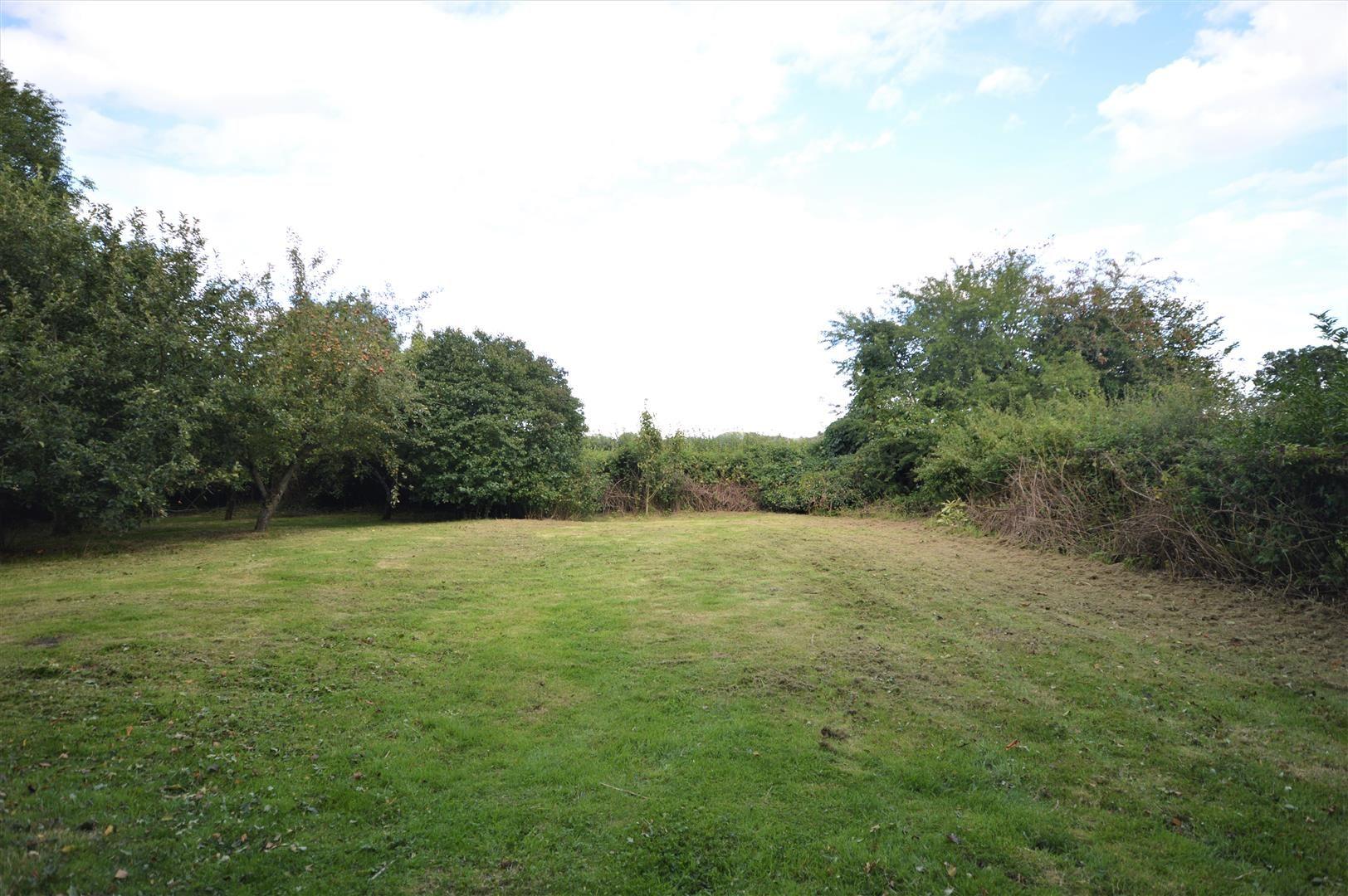 3 bed cottage for sale in Pembridge 13